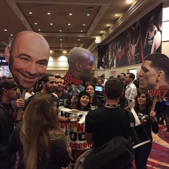Фанаты на пресс-конференции перед UFC 183
