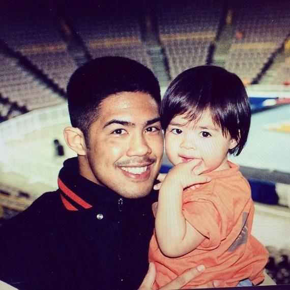 Марк Муньос, 16 лет назад, с дочкой