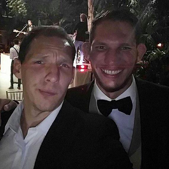 Люк Барнатт с братом