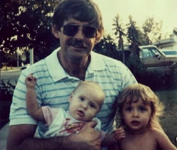 Ронда Раузи с отцом и сестрой