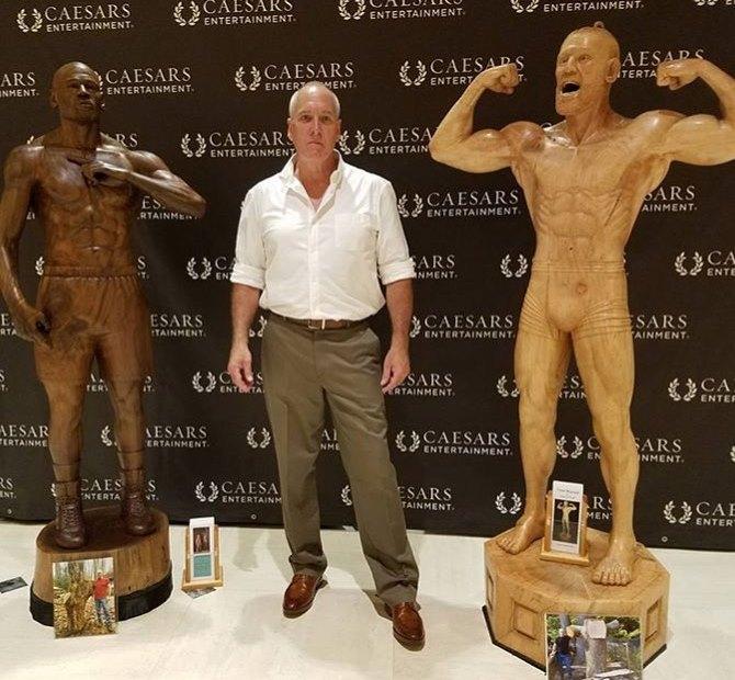 Статуи Флойда Мейвезера и Конора Макгрегора