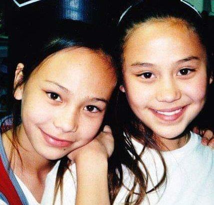 Мишель Уотерсон (слева) с сестрой