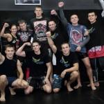 Александр Волков и участники тренировки по ММА