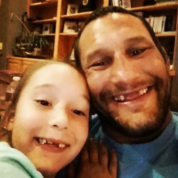 Дэн Хендерсон с дочкой