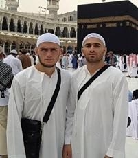 Хабиб Нурмагомедов (слева)