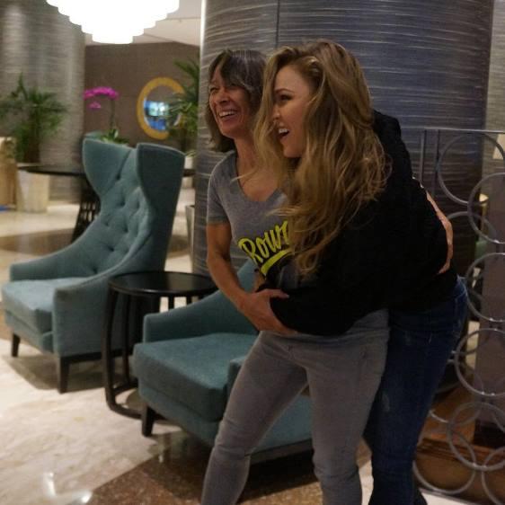 Ронда Раузи с матерью