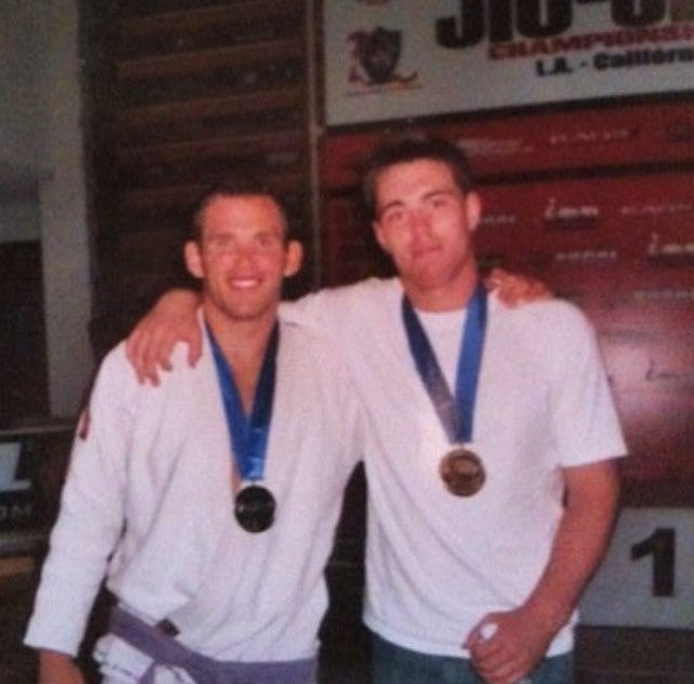 Джейк Шилдс (справа)