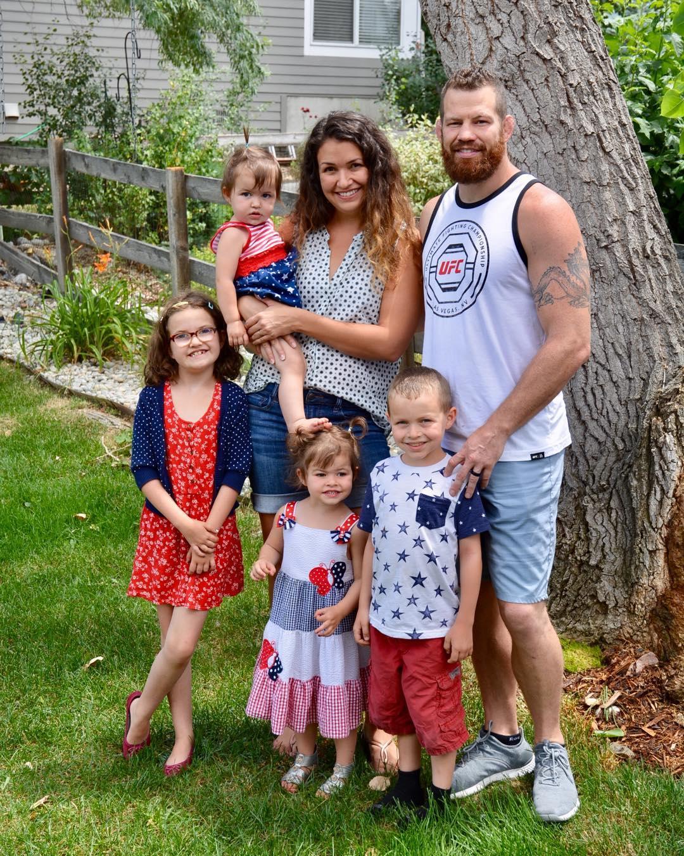 Нэйт Маркуордт с семьей
