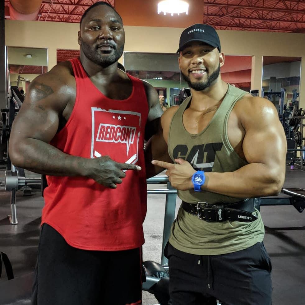 Энтони Джонсон (слева)
